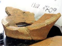 Reconstrucción de la base de una gran vasija (del sector este del cerro)