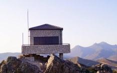 La nueva caseta de vigilancia de incendios en la sierra el Risco Gordo. Sierra del pimpollar Cañamero. NANDO MONTES