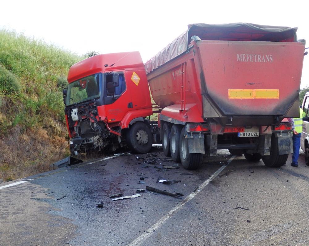 SUCESOS.  Dos fallecidos en un grave accidente de tráfico entre Logrosán y Zorita (2/2)