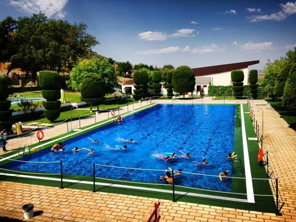 El ayuntamiento crear 7 puestos de trabajo para la for Follando el la piscina