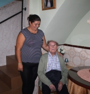 Juan Jiménez con su nieta