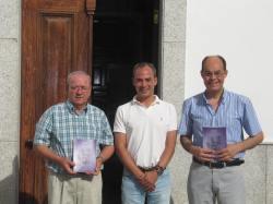 Concejal de Cultura, el Alcalde de Zorita y el autor del libro