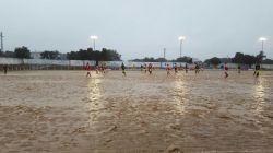 futbol-con-lluvia